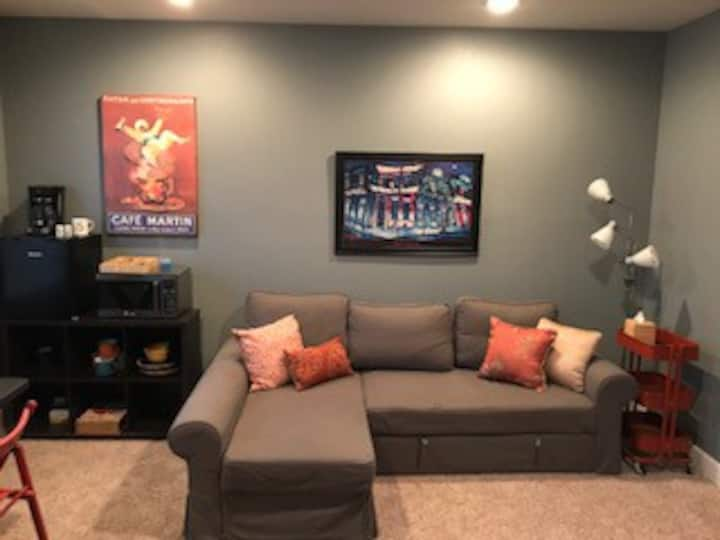 Beautiful Basement Suite close to Airport
