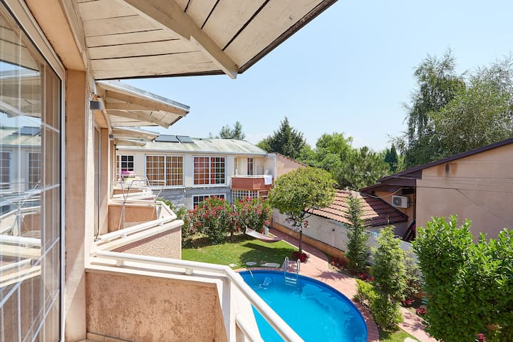 Duplex one-bedroom with terrace and pool view - 2