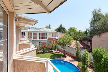 Duplex one-bedroom with terrace and pool view - 2 - Lakás