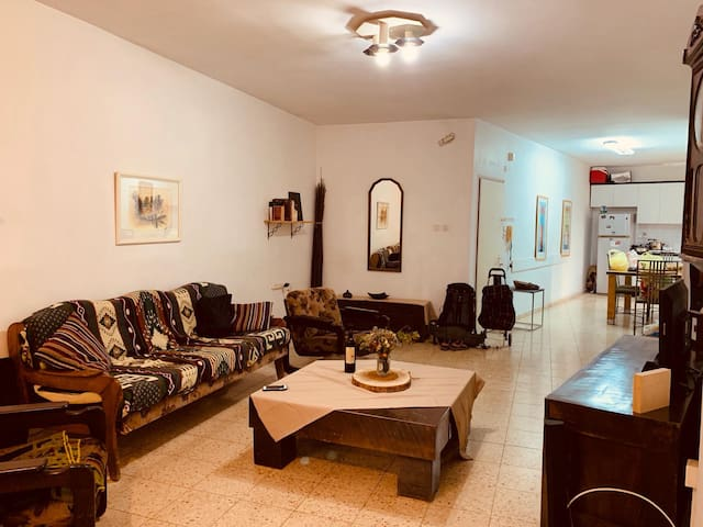 Charming Room in the Heart of Herzliya