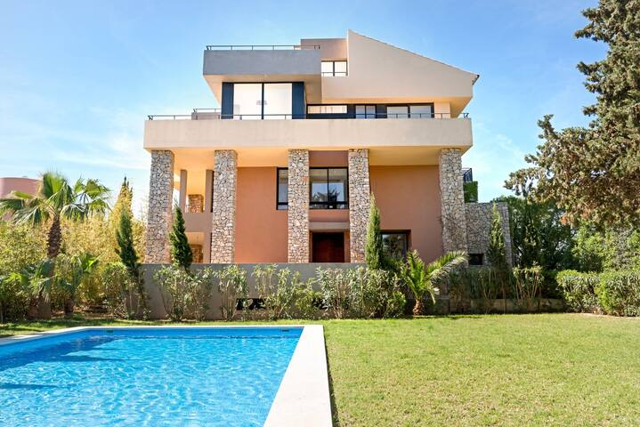 MODERN PROPERTY WITH POOL