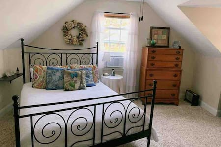 Private entrance - cozy, clean & easy drive to Sav