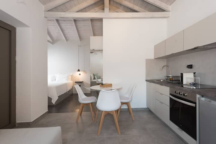 Luxury Suite, 40 sq. m. for 4, near Kalamata