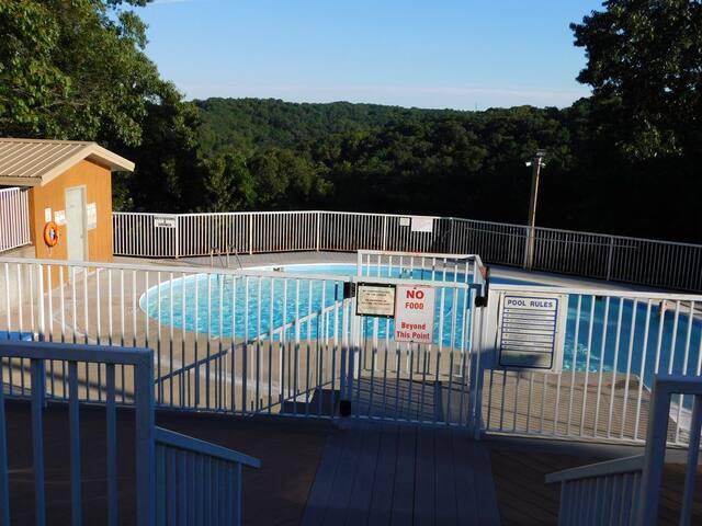 Pool with zero-depth entry