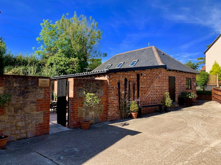 New Superb Barn Conversion sleeps 4, dog friendly.