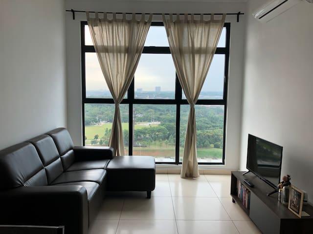 Cozy 2-BR Apartment, Garden Residence Mutiara Mas