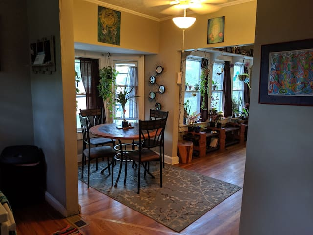 Charming duplex 2 miles from downtown