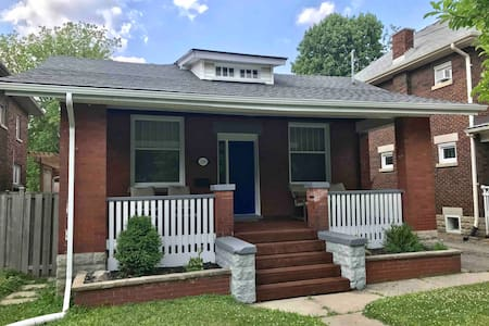 Spacious 3 BR - Convenient Downtown Location