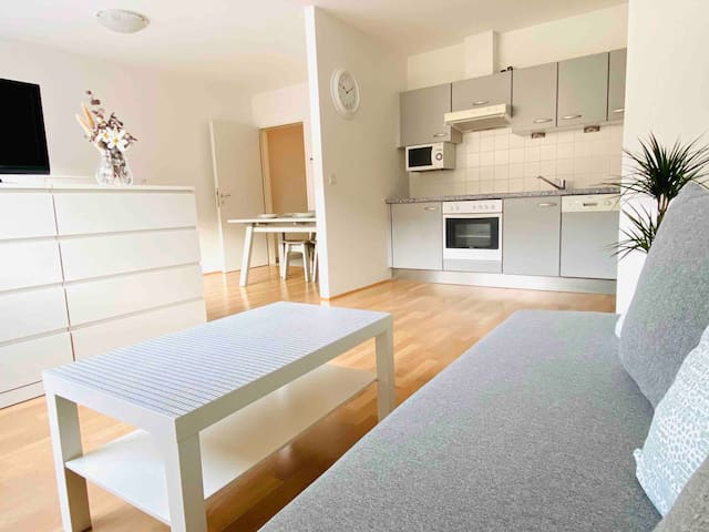 Cosy studio- 600m away from Central train Station