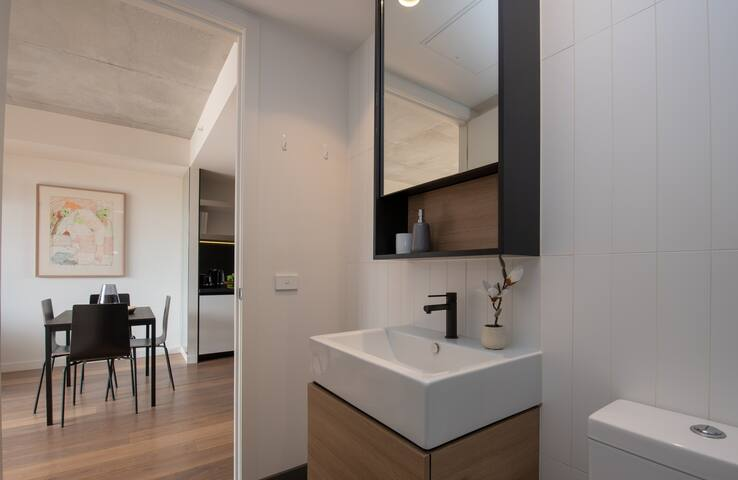 North-Facing Luxury Apt with South Yarra Lifestyle