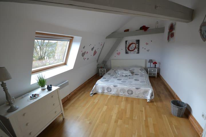 Chambre 4 (15 m²) située au deuxième étage et donnant sur le loft.