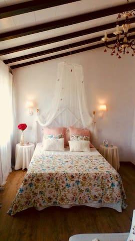 Bonita  hb con baño privado y  cocina. Cerca playa