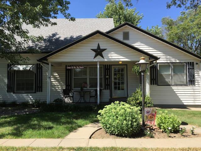 Carol's Cozy Cottage - Linn - Bed & Breakfast