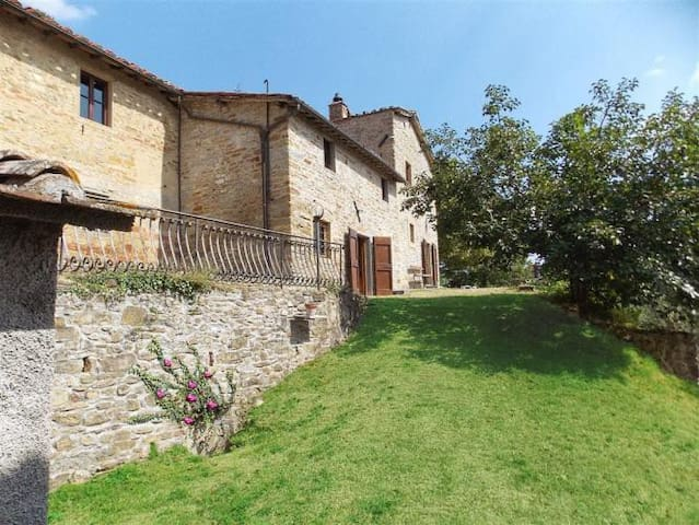 Charming restored watch tower with pool and view - Borgo San Lorenzo - Huis