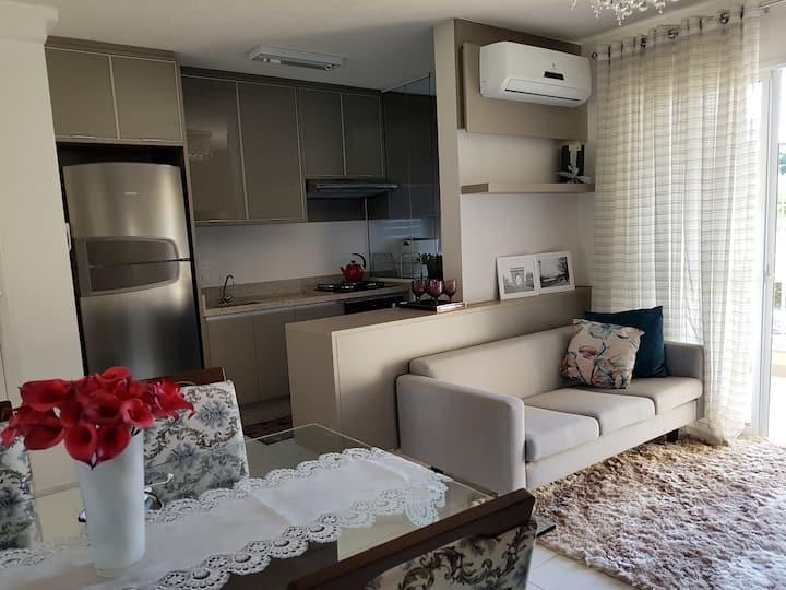 Apartamento novo, completo e aconchegante