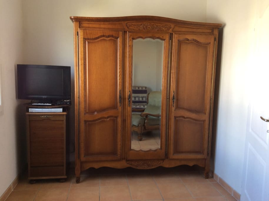 Salon Armoire + TV