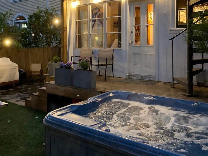 Clean, Family-friendly Victorian w/ Hot Tub