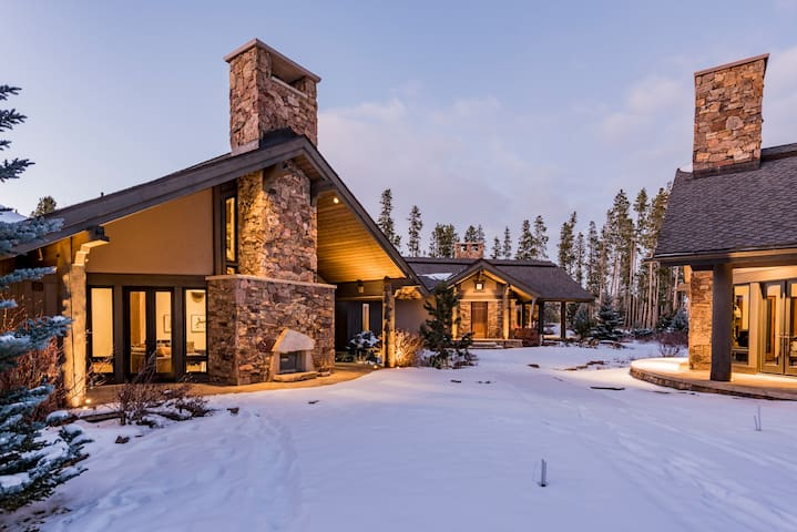 Lux Custom Home! Golf, Hike, Close to everything!