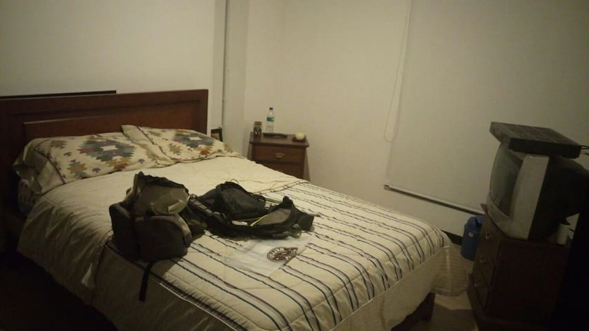 Clean & private room, english spoken - Quito - Daire