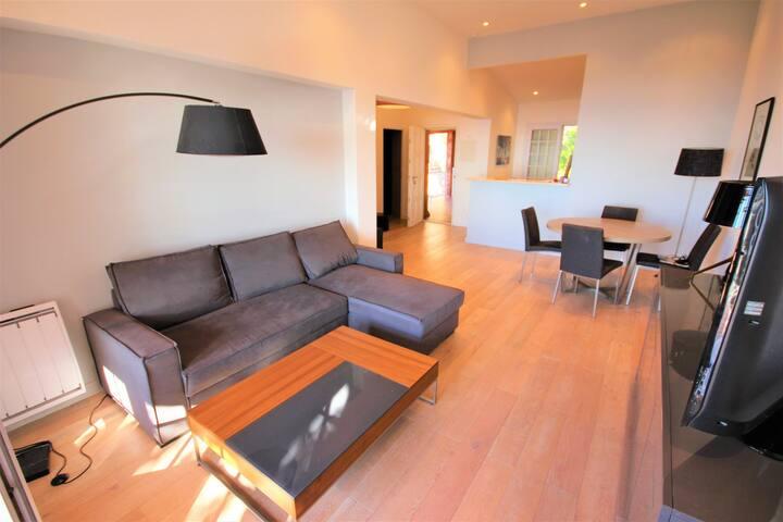 Wdf sea-view 2 bedrooms in Antibes!!