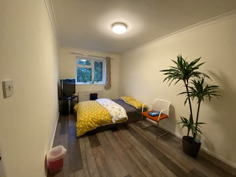 Spacious Double Bed in a peaceful House