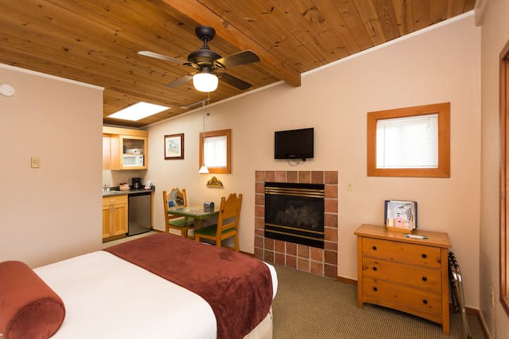 Comfy guest room in Cannon Beach - Cannon Beach - Boutique-Hotel