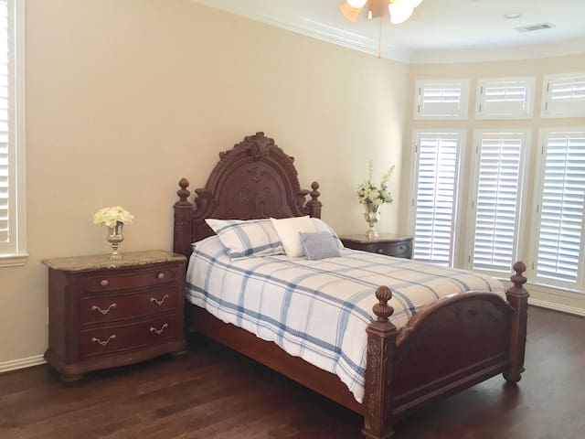 Legacy West Area - Executive Private Bedroom