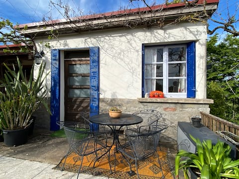 Charming & cosy French studio with pool in Digoin