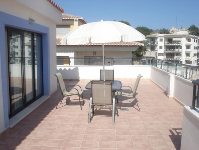 3 bedroom, large penthouse in Calamora