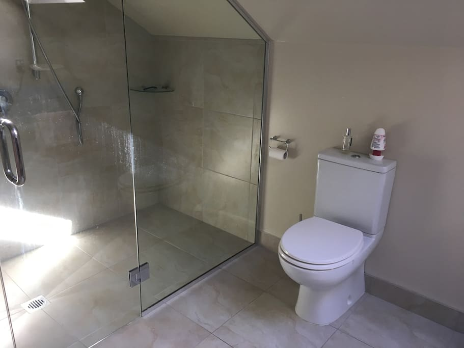 Double shower in ensuite