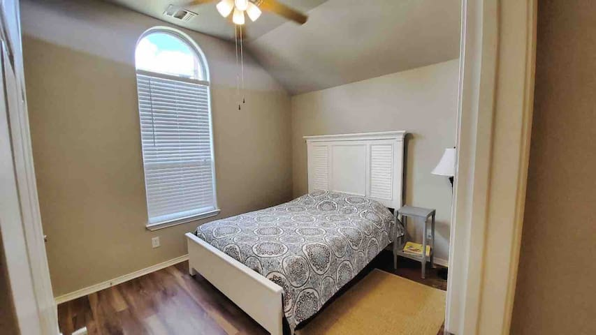 Nice Room near Randolph AFB and downtown SA