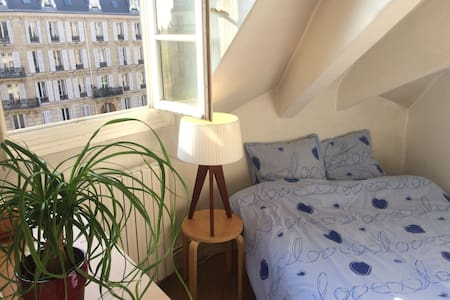 Lovely bright room close to Arc de Triomphe