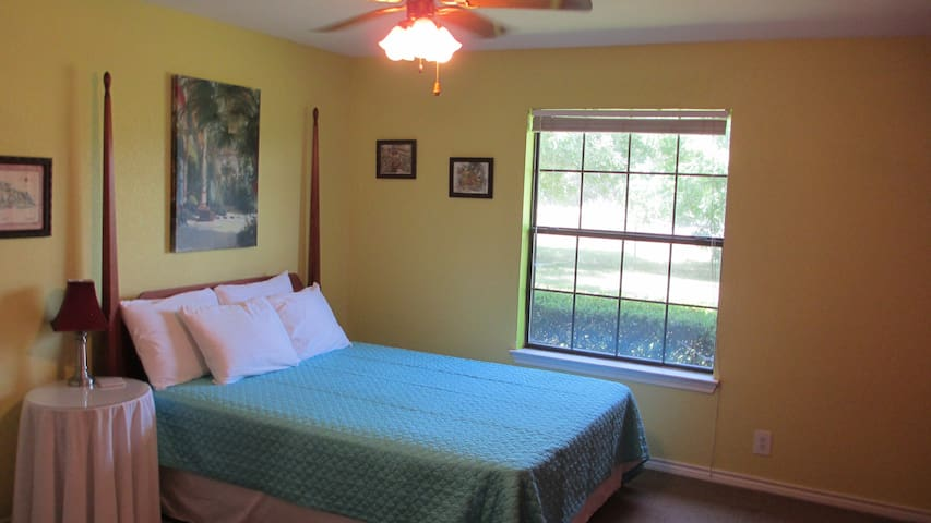 1 A Canton Texas First Monday Bed and Bath 2 - Canton - Bed & Breakfast