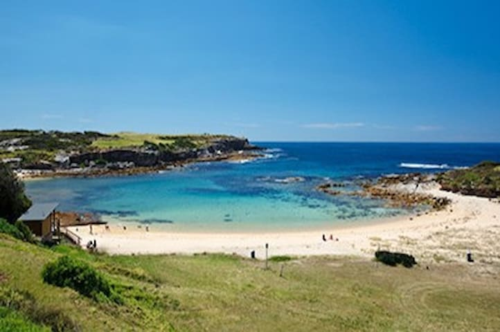 Sydney's undiscovered jewels 'Little Bay Beach' only 2 mins walk. A 'secret' beach popular with locals, and is well protected from large coastal swells making it perfect for you to swim or snorkel and great for kids.