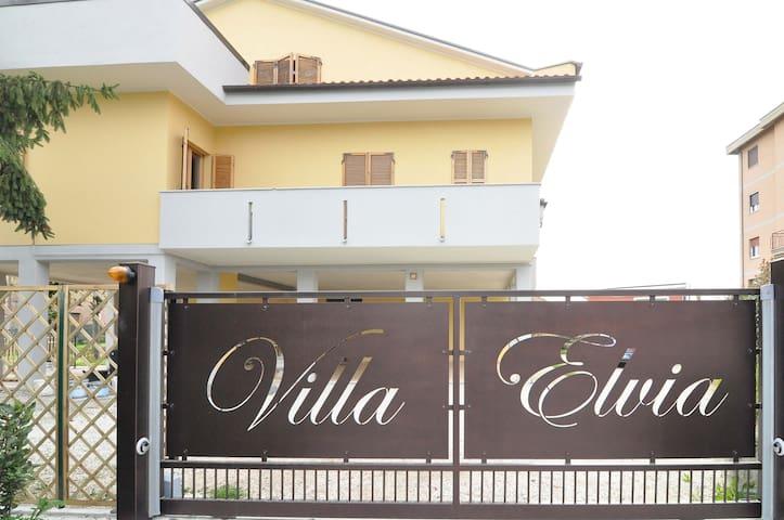 Villa Elvia  Camere/Appartamento