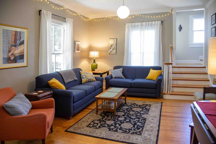 4 BR Home, 1 block from Downtown Bburg + VT Campus