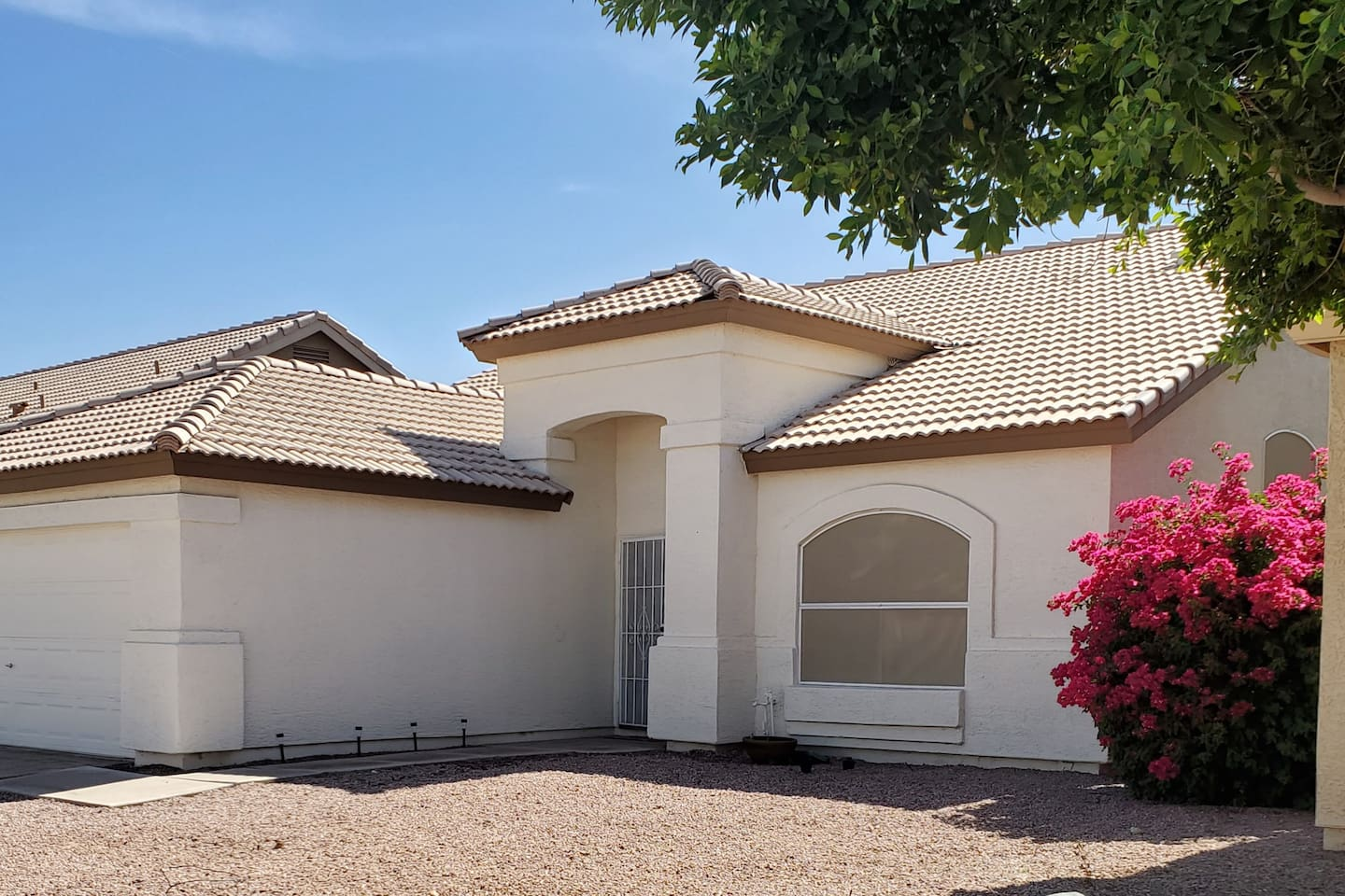 Pool home with nice patio in Chandler!
