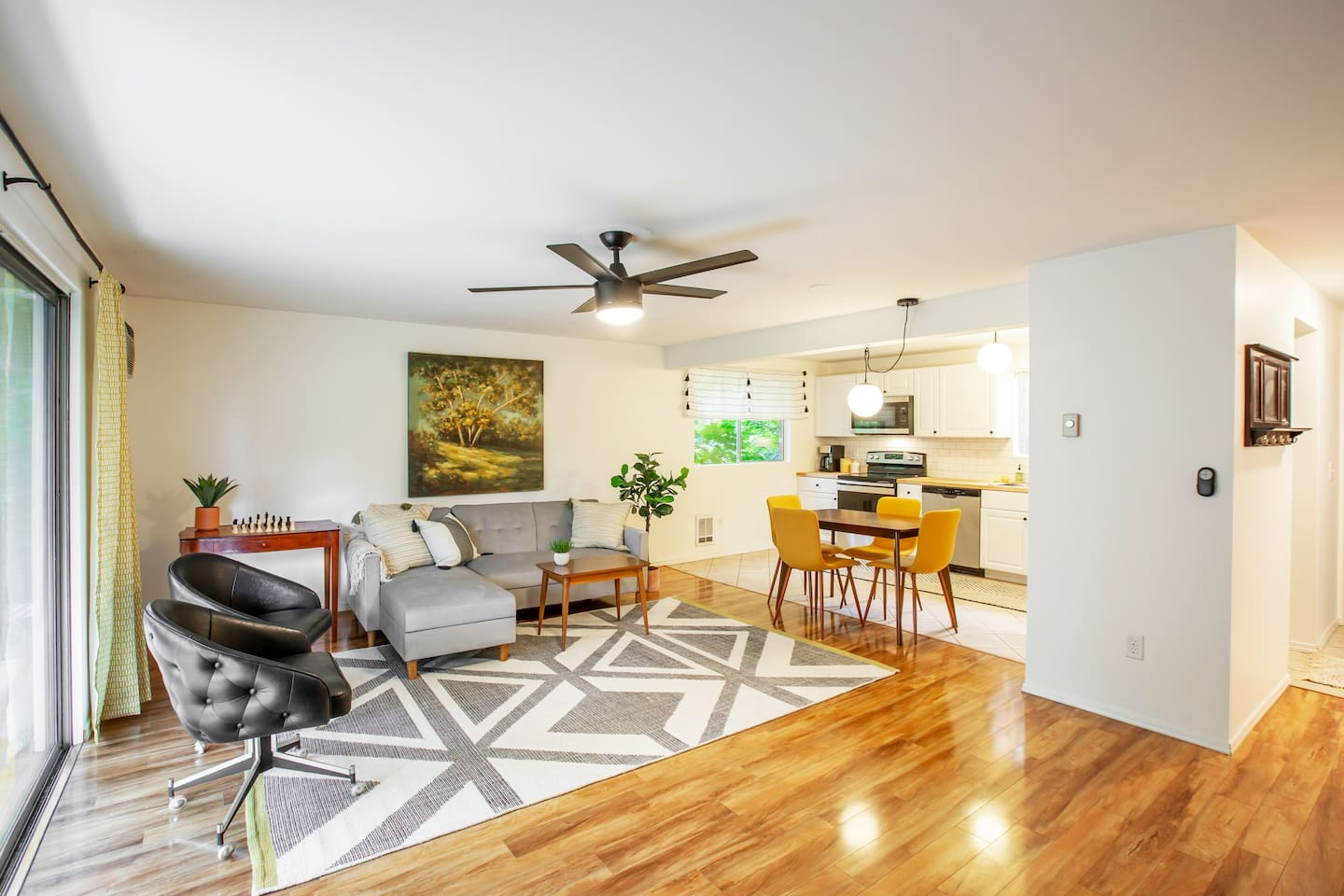 Newly remodeled bright open concept apartment
