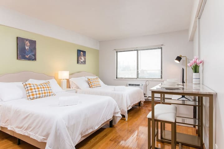 Gorgeous space in vibrant area, steps to the t506