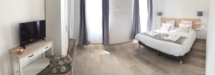 Chambre avec jardin et piscine