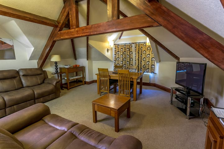 Stonyhurst Spacious apartment, great location.