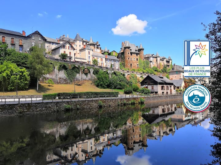 Large self-catering apartment old town river view