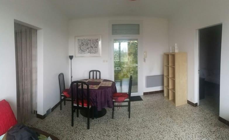 """Appartement """"PALOMÉE"""" 3 pièces - Puy-l'Évêque - House"""