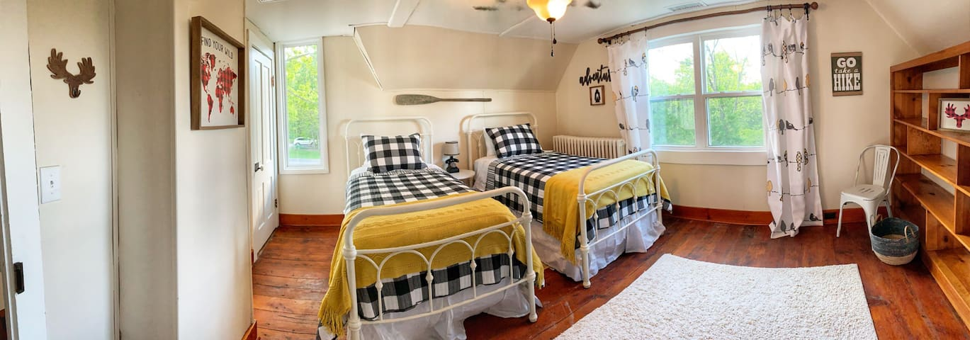 Adventure room:  2 Luxurious twin beds Central heat & air Adjoins full bathroom