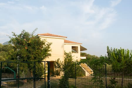 Beautiful maisonete with wonderful view to the sea - Messinia - Haus