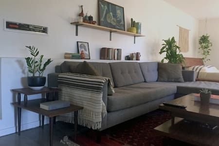 Hip & Lovely Garden Studio with Private Patio - Los Angeles