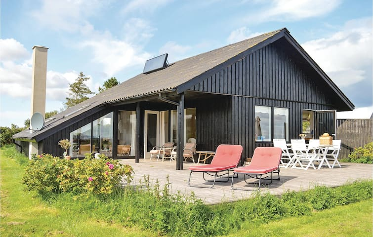 Holiday cottage with 2 bedrooms on 72m² in Lemvig