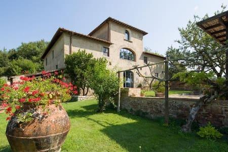 Charming tuscan villa with pool, peaceful location - Montefiridolfi - Villa
