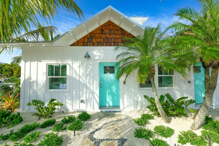 Villa Sand Dollar - New, fun and close to the beach, 1 bedroom Villa at the Islands West Resort!