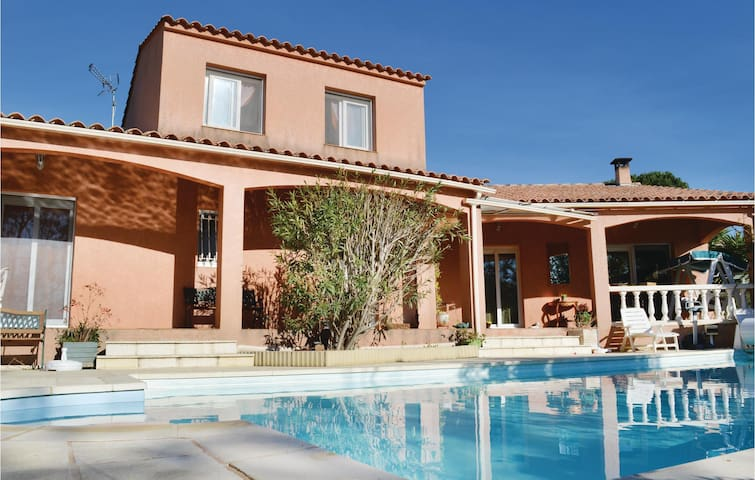 Holiday cottage with 5 bedrooms on 130m² in Mezzavia